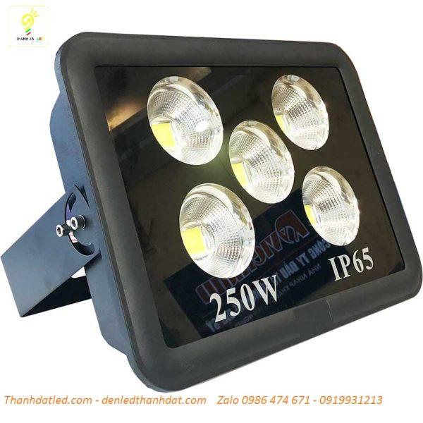 đèn pha led 250w ngoài trời sân bóng