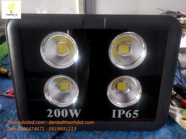 đèn pha led sân bóng 200w giá rẻ