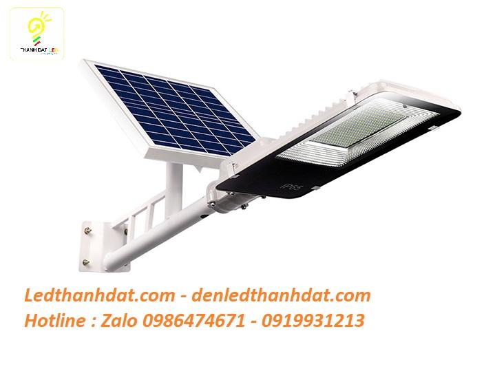 Đèn đường năng lượng mặt trời 120w