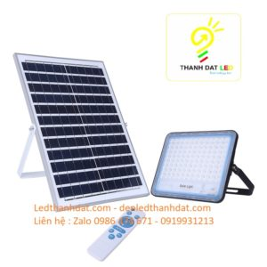 đèn pha năng lượng mặt trời cao cấp 150w nhôm đúc