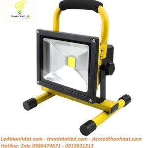 Đèn pha tích điện